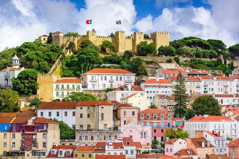 Castelo de São Jorge em Lisboa visto de longe